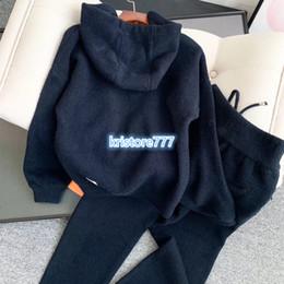 Jersey de terciopelo online-Dos pantalones piezas de Diseño de lujo de las mujeres con letra de molde jersey sudadera con capucha de algodón + Plus Velvet Pantalones Pantalones