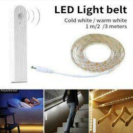 luces de tira llevadas que empaquetan Rebajas Batería 180 Tira de luz LED PIR inalámbrico Armario con sensor de movimiento Lámpara de gabinete