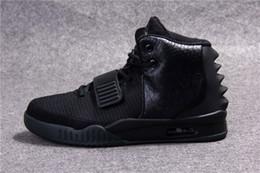 Zapatos deportivos de los hombres de moda online-Eur36-46 Unisex Zapatos al aire libre para hombres y mujeres Zapatillas deportivas de moda Glow The Dark Zapatillas deportivas Rojo 2 de octubre Kanye West Zapatillas top negras Zapatos