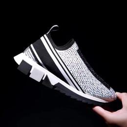 Strass preto apartamento on-line-sneakers Sorrento quentes das mulheres com strass cristais Homens Deslizamento-nas sapatilhas esticar malha preto branco vermelho brilho Runner Trainers planas