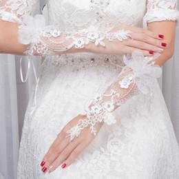 0a720e113f82 Best Seller Guanti da sposa senza dita in pizzo con fiori fatti a mano  Ricami in rilievo Cristalli corti Accessori da sposa Guanti in pizzo per la  sposa ...