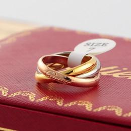 anillo de vaqueros Rebajas Anillo de compromiso de la manera simple de tres colores anillos anillo de oro rosa con Encanto Letter anillos de banda partido de las mujeres para los regalos