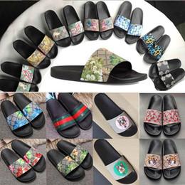Acqua interna online-Sandali con plateau di alta qualità Pantofole di lusso di marca Scarpe da spiaggia di marca estiva Bottiglie per abbigliamento infradito Infradito con scivolo