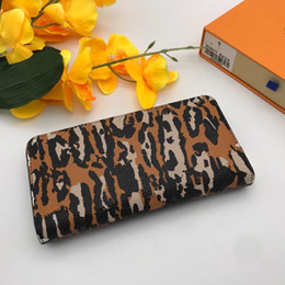 2020 leopardo borse del progettista di stampa Womens Wallet Portafoglio di lusso della borsa della moneta del Zippy moda della stampa del leopardo Fiori Passport Card Holder Holder Luxury Handbags Purses leopardo borse del progettista di stampa economici