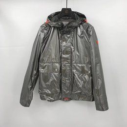 Tela reflectante de luz online-2019 otoño y el invierno hombre de la moda de diseño de alta calidad de la chaqueta con capucha de la chaqueta TAMAÑO DE LOS EEUU ~ chaquetas de tela ligera reflectantes para los hombres