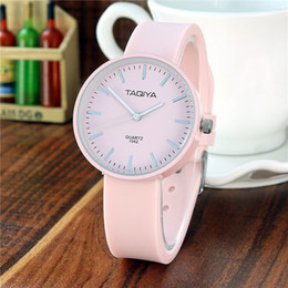 2019 viejos relojes de cuarzo Diseñador TAQIYA Reloj de silicona para mujer Reloj de cuarzo simple para mujer Adecuado para 4-16 años Reloj de regalo Tiempo viejos relojes de cuarzo baratos