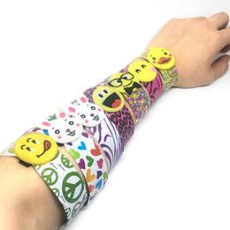 Commercio all'ingrosso novità sorriso faccia schiaffo polso braccialetto moda plastica polsino decorazione divertente bambini cerchio giocattolo regalo del partito da