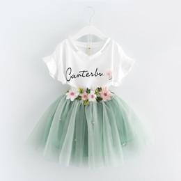 Корейские юбки онлайн-Корейское лето 2019 новорожденных девочек одежда платье костюмы белая буква майка цветок юбка пачка 2 шт. Наборы цветочные детская одежда наряды A488