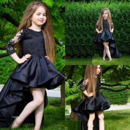 Vestido de cumpleaños negro para los niños online-2020 Hi Lo muchachas negras del desfile de los vestidos joya cuello 3/4 manga larga Apliques Vestidos Floristas Kids Wear fiesta de cumpleaños vestido de comunión