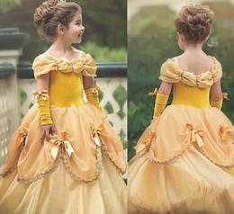 2020 vestido de tirantes de lycra 2018 vestido de bola de la princesa vestidos de las muchachas de flor amarillo barato correas espaguetis verano Puffy Little Girls Kid vestidos de primera comunión vestido de tirantes de lycra baratos