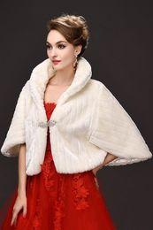 Envoltórios de casamento de pele on-line-Marfim inverno Novo Nupcial Wraps Casaco De Pele Falso Para O Casamento Prom Marfim Inverno Quente Dama De Honra Strass Bolero CPA971