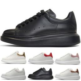 Scarpe in pelle scamosciata grigia online-Delle donne degli uomini Triple Nero Bianco Scarpe scarpe in pelle scamosciata rosa camoscio grigio piattaforma casuale delle scarpe da tennis dei progettisti di lusso scarpe di cuoio Scarpa