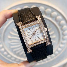 Montres en cuir véritable en Ligne-2019 Mode Femmes Robe Montre Design Spécial Nouveau luxe montre-bracelet populaire dame montre de mode en cuir véritable horloge Relojes De Marca Mujer