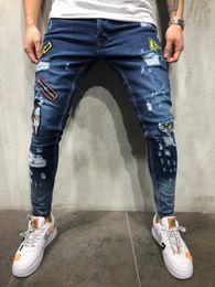 Jeans hiphop masculino on-line-Moda Masculina Buraco Crachá Bordado Denim Calças Mens Streetwear Hiphop Skinny Casual Patch Jeans