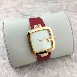 Argentina Nuevo reloj de mujer con esfera cuadrada informal popular Reloj de pulsera de cuero negro / marrón / rojo Reloj de señora Relojes de vestir envío gratis Suministro