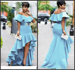 Blu scompigliò alta vestito basso online-2020 New Ruffles High Low Evening Gowns Saudi Arabic Zipper Back Women Party Dress Vestidos Sky Blue Off The Shoulder Prom Dresses
