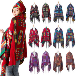 Poncho con capucha para mujer online-Poncho de hebilla de cuerno para mujer Estilo étnico con capucha Cape Lady Winter Warm Bohemian Shawl Outdoor Tassel Blanket Cloak ST629
