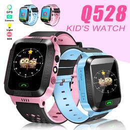 Rastreador de relógio de gps on-line-Crianças smart watch q528 crianças pulseira inteligente rastreador gps sos light anti perdeu pulseira com câmera sim card para ios android em caixa