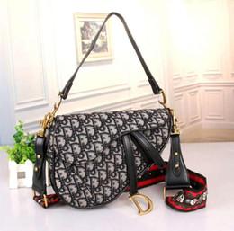 Горячая 2019 ПУ Женские сумки на ремне женские Дизайнерские сумки Модные дизайнерские сумки женские сумки от Поставщики оптовая торговля косметикой europe