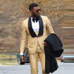 2019 talla 56 traje slim fit Elegante Boda de oro Esmoquin Hombre guapo de negocios Formal Trajes ajustados de noche El mejor novio más el tamaño de la chaqueta Conjunto de 3 piezas de esmoquin con chalecos talla 56 traje slim fit baratos