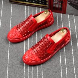 style de chaussures de conduite pour hommes Promotion mode pour hommes britannique style discothèque fête robe cuir de vache rivet chaussures punk personnalité slip-on conduite chaussure plate-forme mocassins