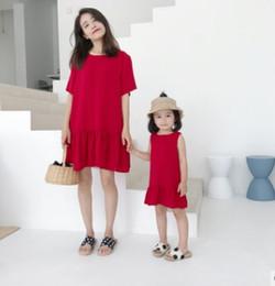 6ee0154d0f3 Mère et fille correspondant tenues tenues à lacets Bows robe de princesse  rouge femmes robe col rond manches courtes robe falbala F6802 mère fille  robes arc ...