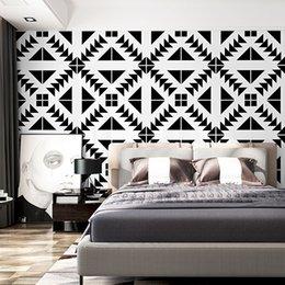 Schwarze decke weiße wände online-Weiß Schwarz Nordic Plaid Tapeten Wohnkultur Ins Geometric Ceiling Roof Wallpaper Für Wohnzimmer Hintergrund Wände
