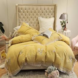 Ensembles de literie rouge jaune en Ligne-100% coton égyptien jaune rouge 4 pièces dentelle bord housse de couette avec fermeture à glissière king size drap de lit queen Literie ensemble taie d'oreiller