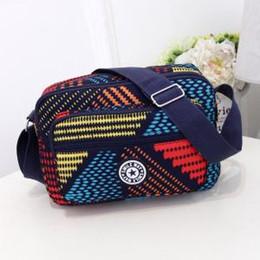 9f64b672ad054 2019 damen bedruckte körpertasche Frauen Gedruckt Oxford Umhängetaschen  Floral kreuzkörper Reißverschluss Taschen Dame Durable Messenger Bag