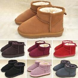 Botas de encaje de nieve online-UGG Boots Bebés de los muchachos zapatos del cráneo del melocotón Matin Botas Negro floral blanco del enrejado del corazón Impreso vendaje del cordón de la cremallera de la nieve