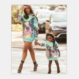Partidas únicas on-line-Família Roupas combinando Mamãe E Me Camisola de Harmonização Novo Estilo Primavera Crianças Vestuário Moda de Alta Qualidade Dos Desenhos Animados Bonito Impressão Camisolas