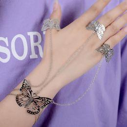 2019 verbundene ringe Frauen Fingerringe Armband Verbunden Hohl Schmetterling Armband Hand Zurück Kettengeschirr Armbänder Silber Gold Schmuck rabatt verbundene ringe