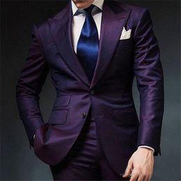2019 hochzeitsklage mens lila Lila Herren Hochzeitsanzug 2018 Zweiteiler Revers mit zwei Knöpfen Maßanzug Groomsmen Anzug Anzug (Jacke + Hose) günstig hochzeitsklage mens lila