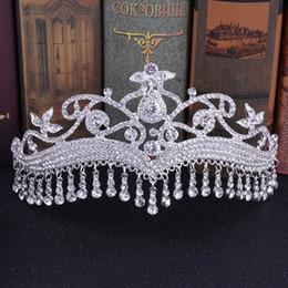 2019 corona india de cristal Cristal de plata corona nupcial saudí árabe borla boda diadema piezas de cabello Tiaras indias joyería nupcial tocados princesa coronas corona india de cristal baratos