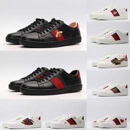 Zapatos de estilo de hombre de damas online-Zapatos negros de estilo plano de la vendimia de los zapatos ocasionales de fondo para el hombre mujeres de las señoras de la ECA BEE estrella serpiente amantes de los pares de vestir al aire libre Spots Zapatos blancos rojos