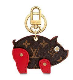 Bolsa de cerdo Charm and Key Holder M64181 Llaveros y más pulseras de cuero Chromatic Bag Charm and Key Holder Bufandas Cinturones desde fabricantes