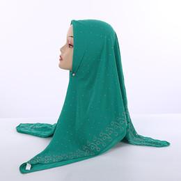 2019 bufandas de gasa de color Colores lisos 105 * 105cm de la burbuja gasa cuadrados islámicos Pañuelos de mujer musulmana Pañuelo con diamantes de imitación de la perla de la decoración árabe Mantón Y191022 bufandas de gasa de color baratos