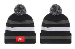Canada Bonnet en tricot Confortable et chaud, gardez votre hiver, badge avec lettre de vérification, hommes et femmes, bonnet en tricot cheap cloche hats white Offre