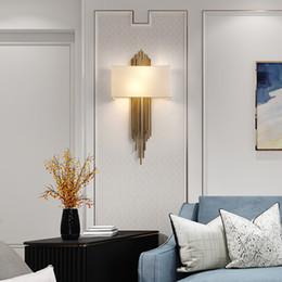 Lampara de pared dorada online-Moderno diseño creativo oro LED luz de la pared cubierta de tela de lujo para aplique que cuelga sala de estar dormitorio luces lámpara de pared