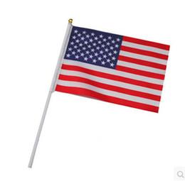 Drapeau de main de 21 cm en Ligne-Amérique du Drapeau national Drapeaux main USA Petite taille 14 * 21cm pour la célébration du Festival Parade Décore Pays Flying Banner avec Flagpole