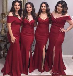 2019 vestidos griegos rojos Sirena borgoña Vestidos de dama de honor atractivos 2019 Nueva venta caliente Piso personalizado Longitud lado Dividir fuera del hombro Satén Vestidos de dama de honor B69