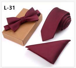 bolsos arco vestido de noiva Desconto 32 Cores 8 cm dos homens Tie Bow Tie Bolso Quadrado Terno Gravata Set Festa de Casamento Vestido Formal Banquete Groomsmen Gravata Dos Homens Presente