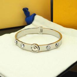 Jóias para a graduação on-line-Designer de moda jóias mulheres pulseiras novo estilo pulseiras de aço inoxidável pulseira de zircão completa jóias presente de formatura