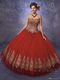 2019 nuevo diseño de vestidos de novia de quinceañera. Sin tirantes Rojo brillante Azul real Vestido de fiesta Vestidos de quinceañera con apliques de oro Longitud del piso sin mangas Dulce hinchada 15 16 Vestidos de cumpleaños