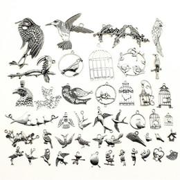 2019 encantos de jaula de pájaros 300Gram Mix Designs Antique Silver Color Zinc Alloy Birds y Birdcage Charms Joyas colgantes Accesorios rebajas encantos de jaula de pájaros