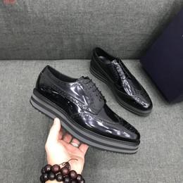 2019 резиновые мужские туфли Натуральная кожа платформа дерби обувь кружева ups резиновая подошва мужчины бизнес офис причинно-следственной обувь черный платье обувь с оригинальной коробке мешок для пыли скидка резиновые мужские туфли
