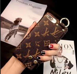 Caso de moda on-line-Vogue abelha bordado padrão phone case para iphone x xs max xr 7 8 p 6 6 s além de Alça de Pulso Celular Tampa Traseira para iphoneX 7 plus 8