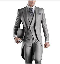 Fumo elegante on-line-2019 Elegante Clássico Cinza Claro Ternos Blazer Longo Com Calças 2017 Casamento Smoking Para Homens de Negócios Bridegoom Ternos Do Desgaste Do Partido Formal 3 Peça