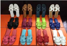 graue silberne fersen prom Rabatt Großhandel Hausschuhe neue französische Sandalen Mode flachem Boden bequeme Sandalen