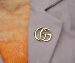 tricô sweater china Desconto Moda Europa e América do Designer Luxo pins broches de ouro chapeado Últimos Broches pinos para mulheres dos homens para festa de casamento presente agradável 5810